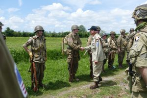 Staff Sergeant Rice of the 101st Airborne shaking the hands of the reenactors