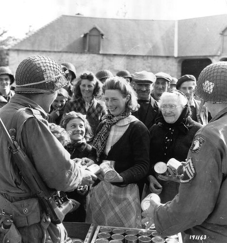 Soldiers passing out supplies after the restoration
