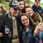 A WWII veteran in a selfie with some French teens